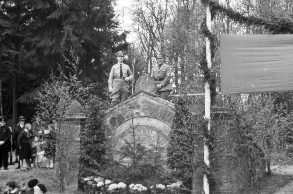 Das geschmückte Quellhäuschen zur 700-Jahr-Feier Reinbeks 1938