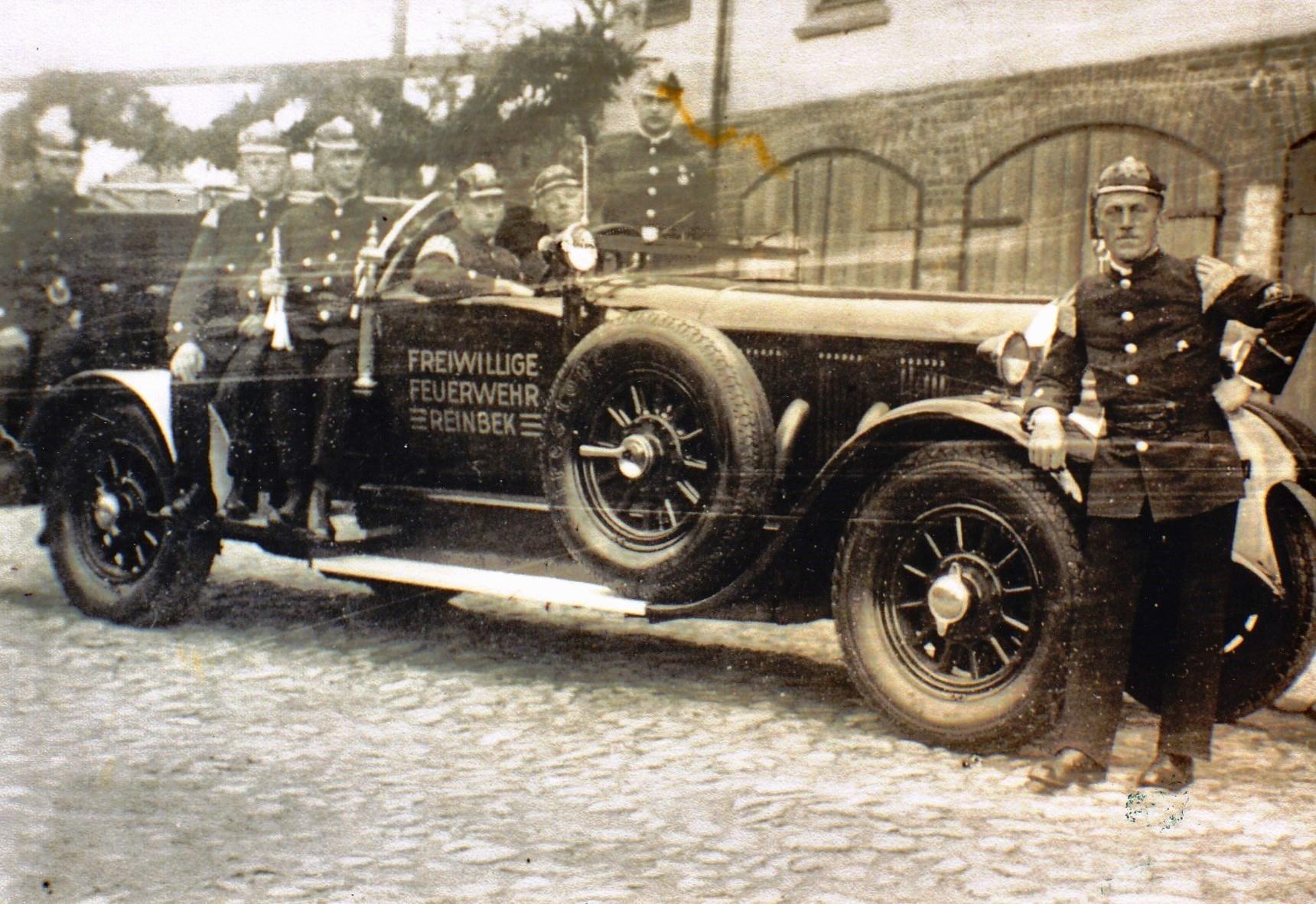 Der PKW der Freiwilligen Feuerwehr Reinbek am Feuerschutztag 1933