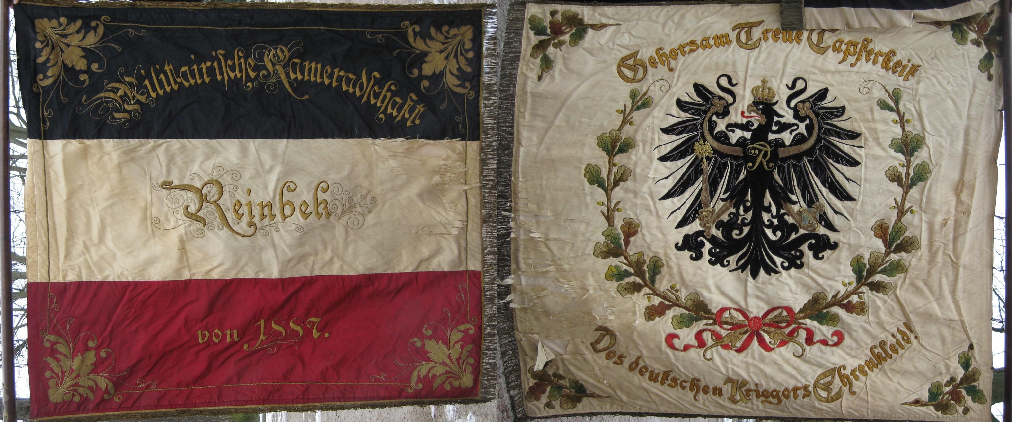 """Vorderseite: """"Militairische Kameradschaft Reinbek 1887"""". Rückseite: """"Gehorsam Treue Tapferkeit Des deutschen Kriegers Ehrenkleid"""""""